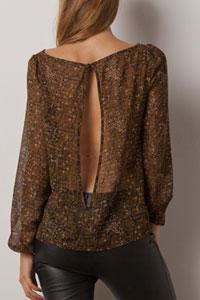 Bluza cu imprimeu si despicata la spate