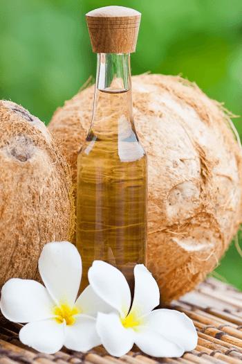 aplicarea uleiului de cocos pe par